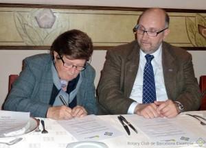 Firma el Acuerdo Carmen Izquiedo, Presindenta de Cor Eixample
